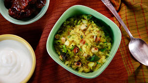 Kanda batata poha (pounded rice with onion and potatoes)
