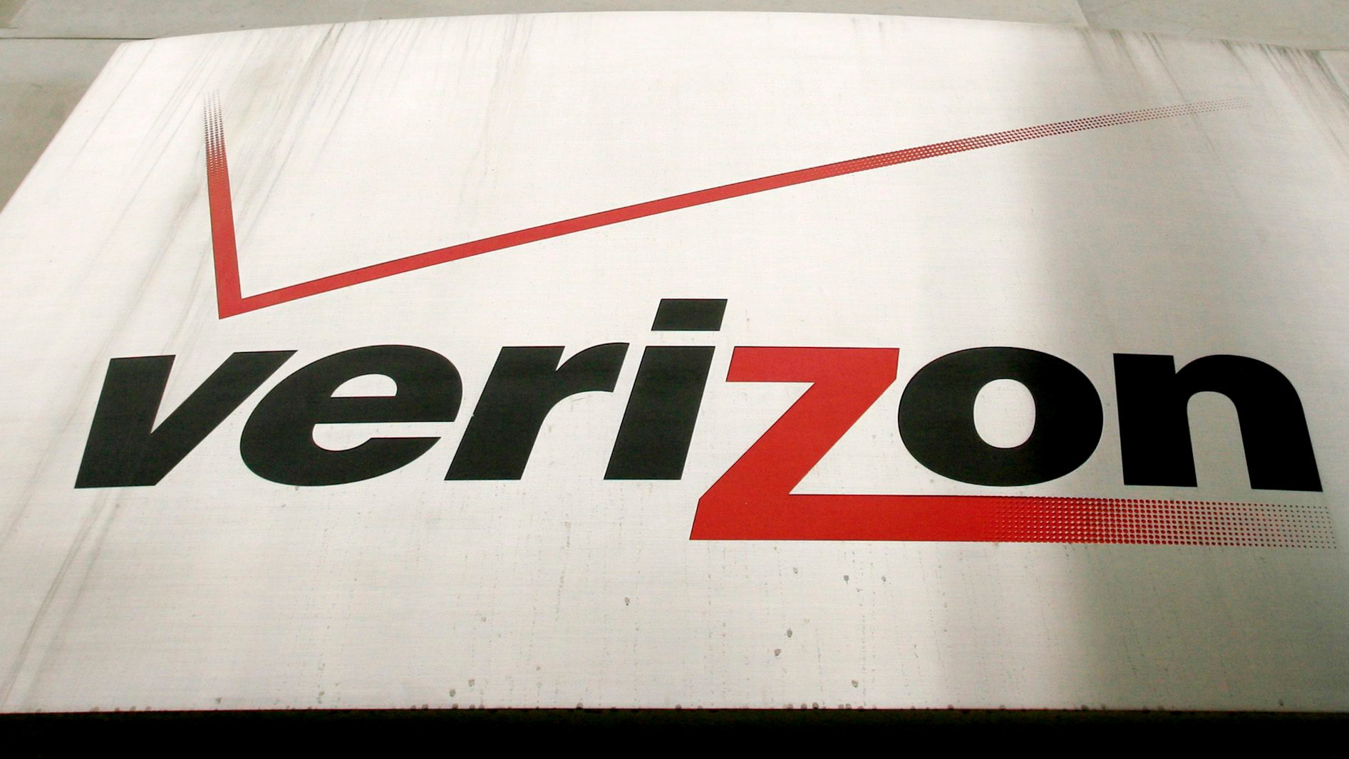 verizon to shut call centers in california and 4 other states la times. Black Bedroom Furniture Sets. Home Design Ideas