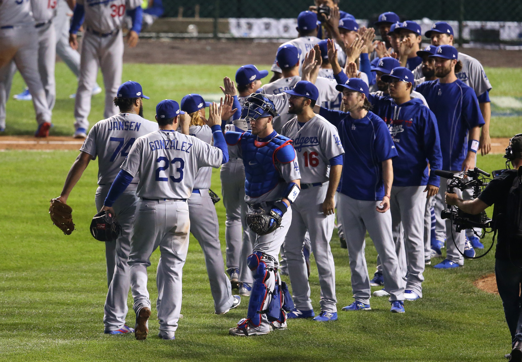 Ct-cubs-dodgers-make-history-in-game-2-20161016