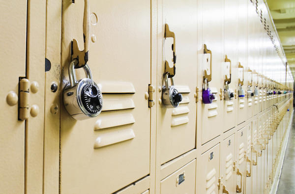 Do schools have the right to search students lockers essay