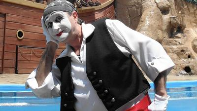 Mimes will return to SeaWorld for Christmas