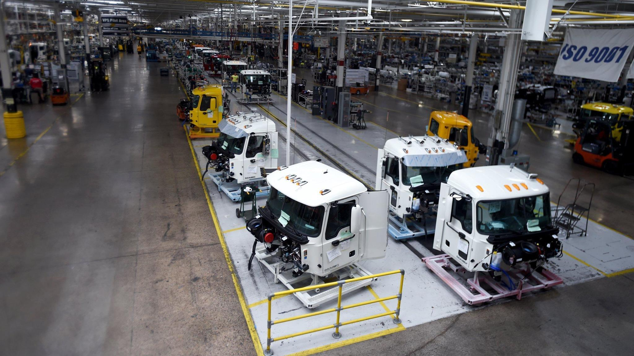 Mack Trucks posts 40% decline in third-quarter deliveries - Lehigh Valley Business Cycle