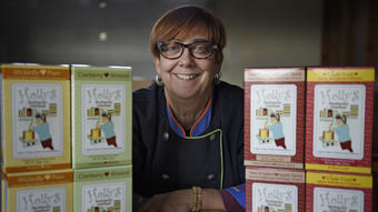 Holly's Oatmeal: Former Restaurant Owner Finds Her Product In High Demand