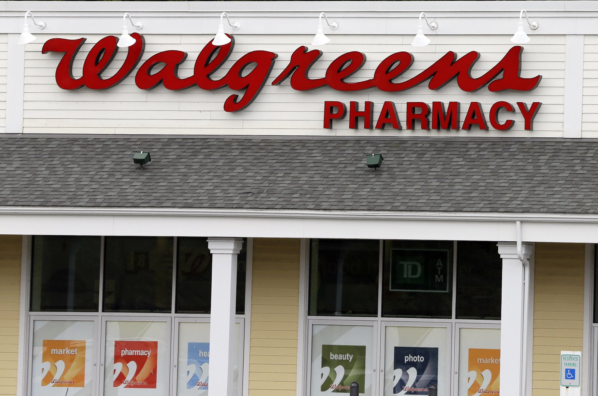 walgreens picks up pharmacy customers from some closing