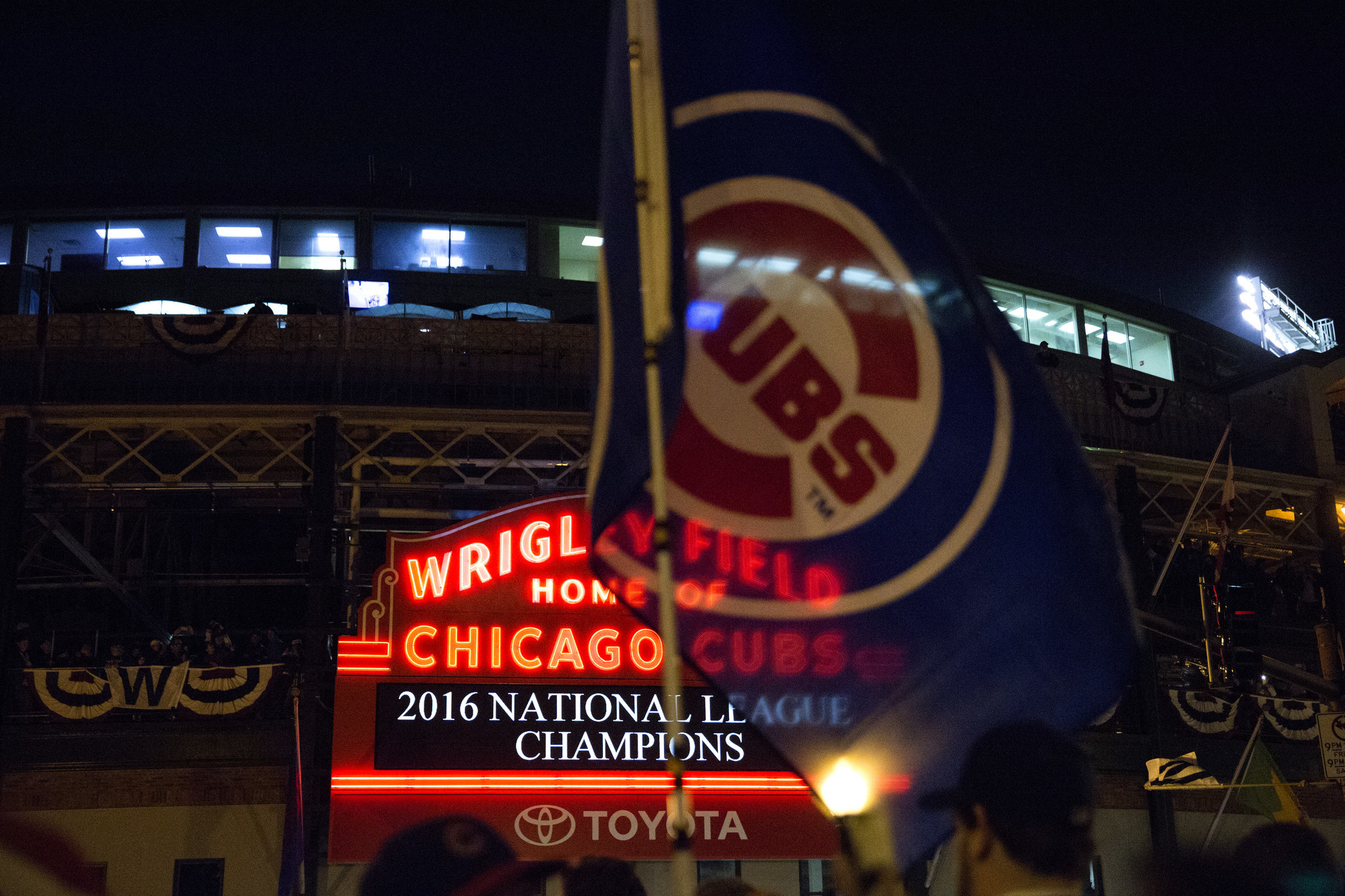 Ct-cubs-win-pennant-spt-1023-20161022