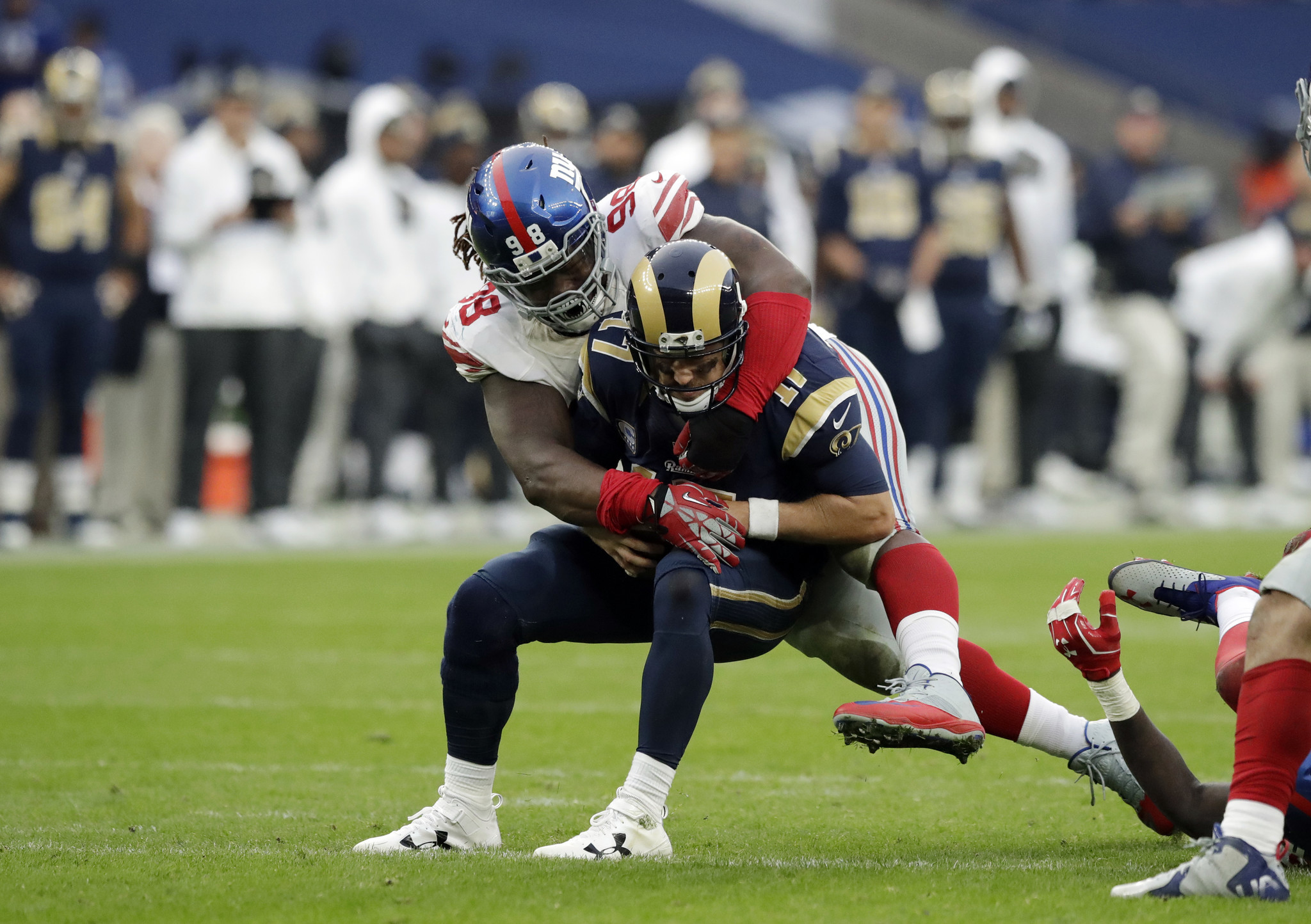Giants 4 interceptions key in 17 10 win over Rams in London