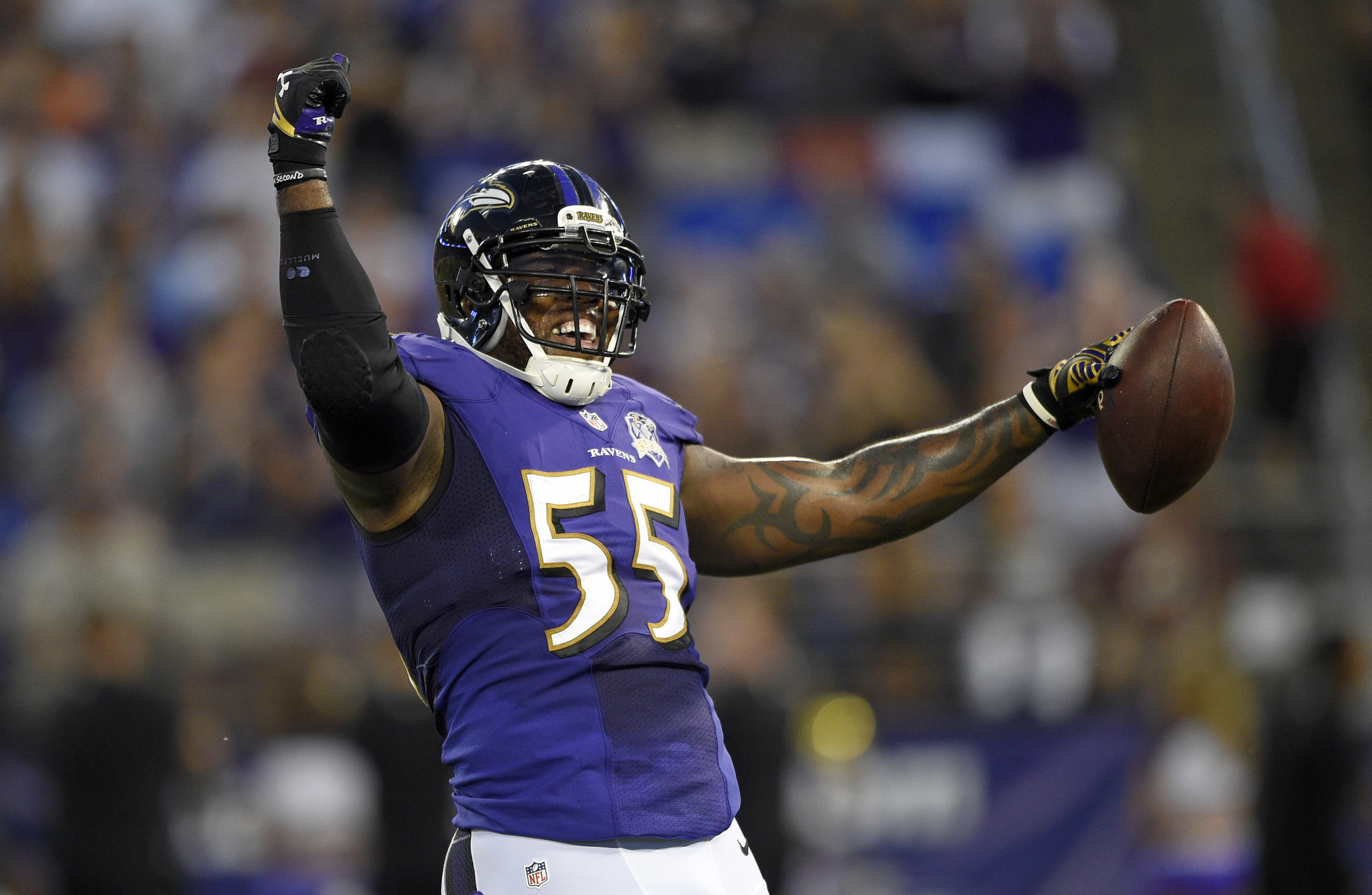 Bal-pro-bowlers-terrell-suggs-marshal-yanda-back-at-ravens-practice-on-tuesday-20161025