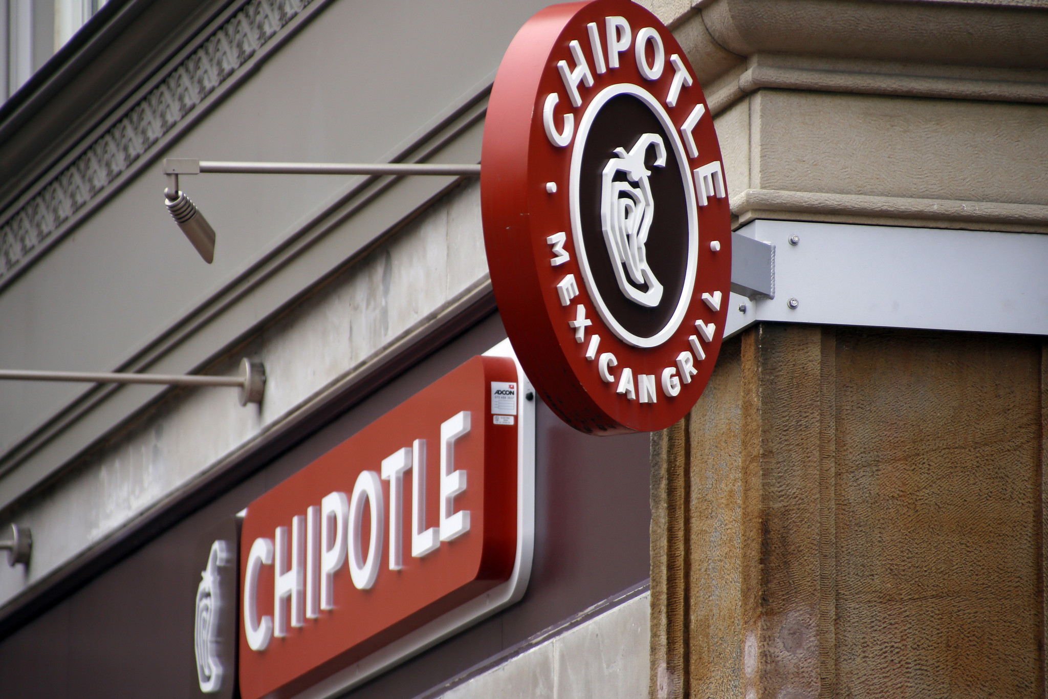 Chipotle sales fall for fifth straight quarter - Chicago Tribune