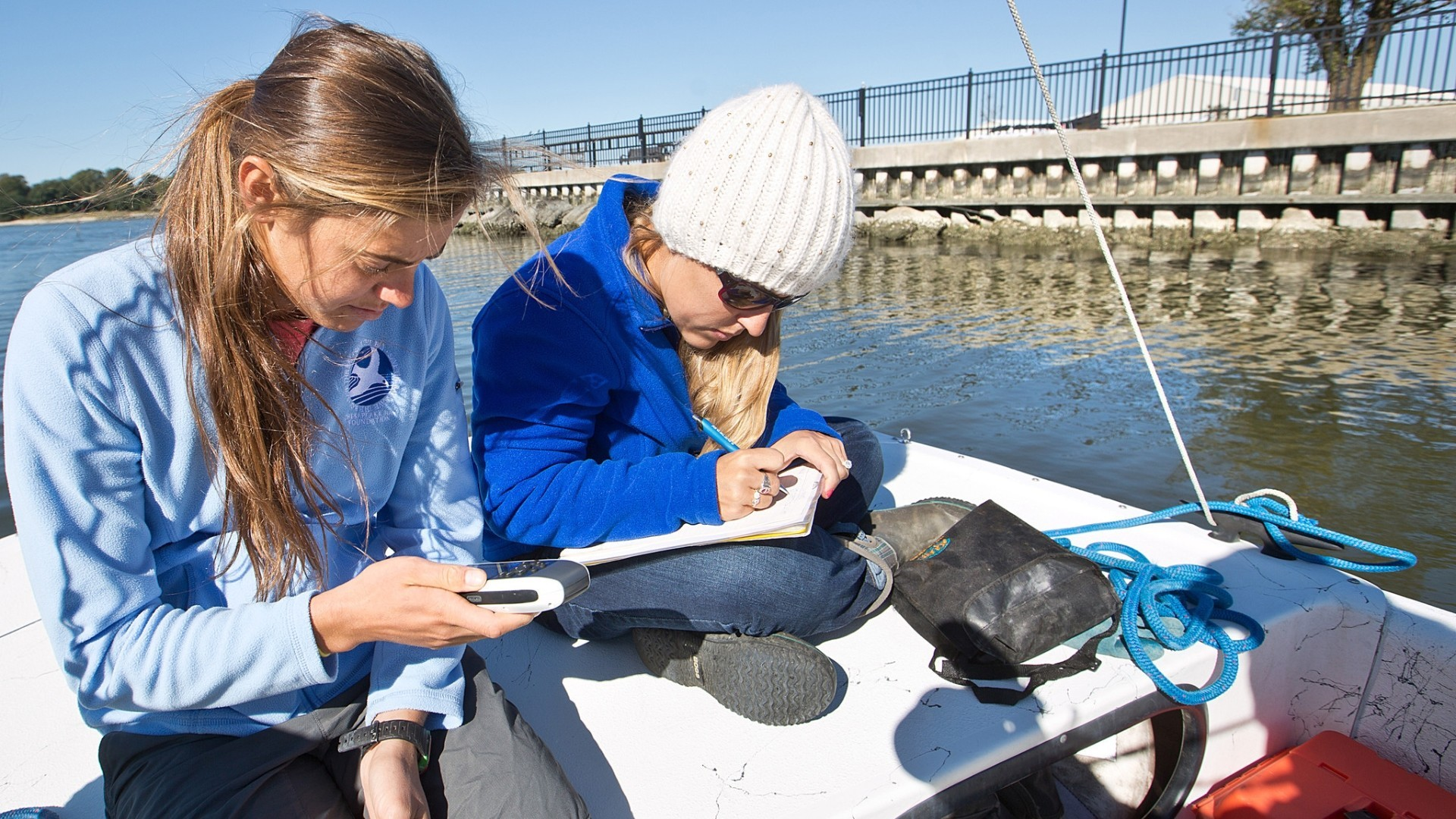 Chesapeake Bay Foundation Are Running A Visual Survey Of The Oyster Potion In Hampton River Daily Press