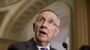 El senador Harry Reid, dice el director del FBI puede tener ley quebrantada con el nuevo examen de correo electrónico