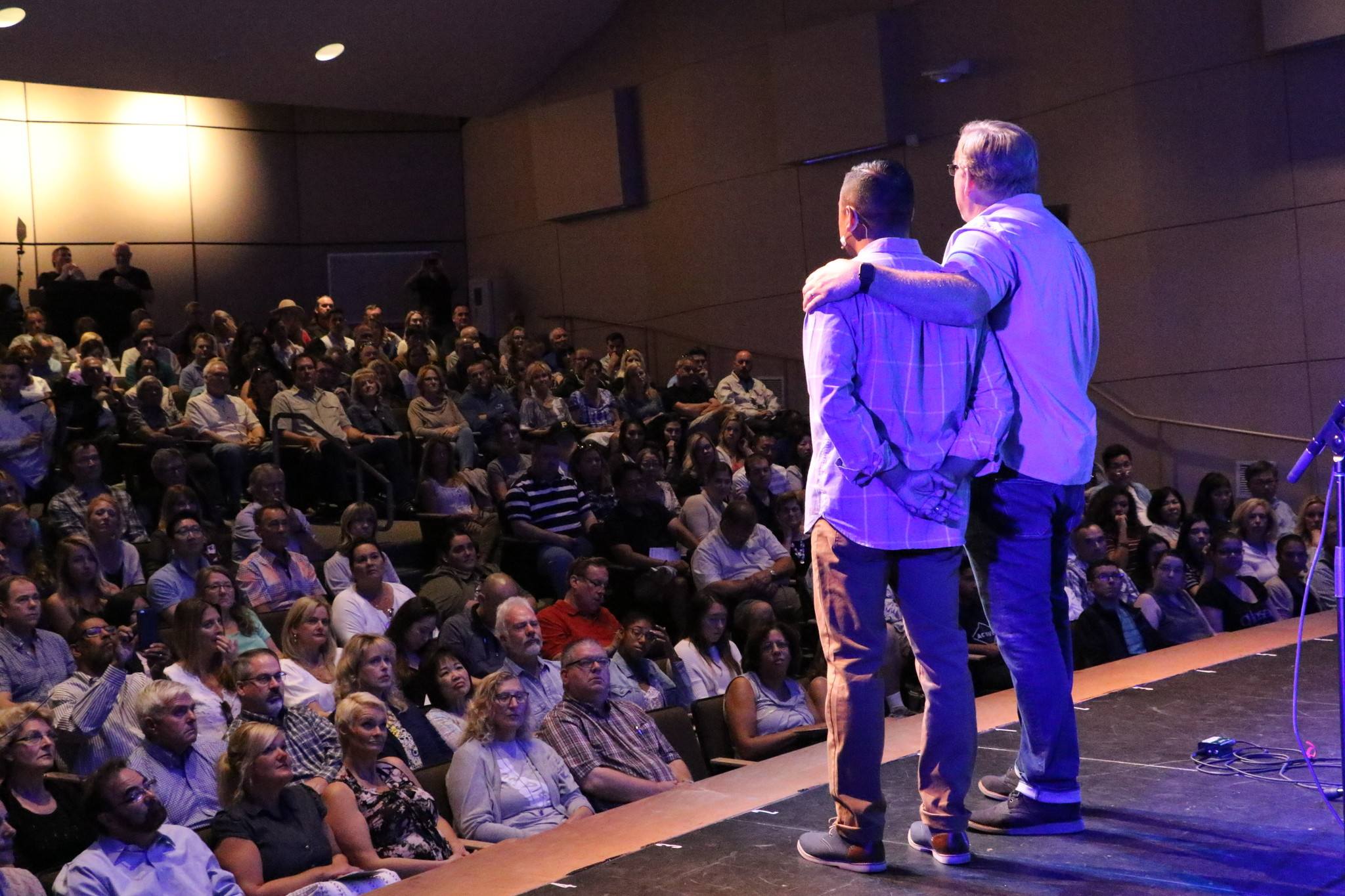 Pastors Jeff Gonzalez and Rick Warren at the opening of the new Saddleback Church,