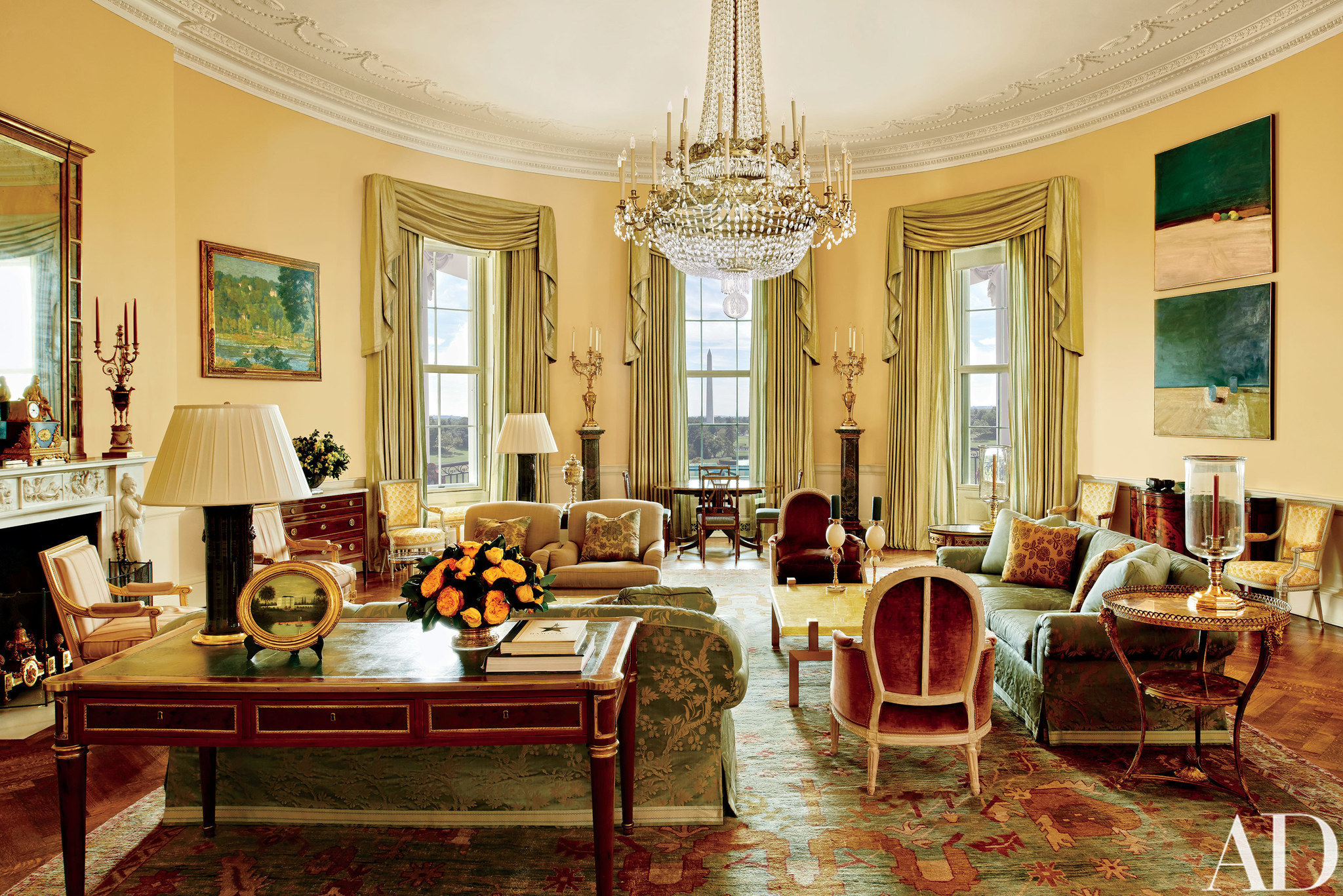 The first peek inside the Obamas' private White House: Stylish, but ...