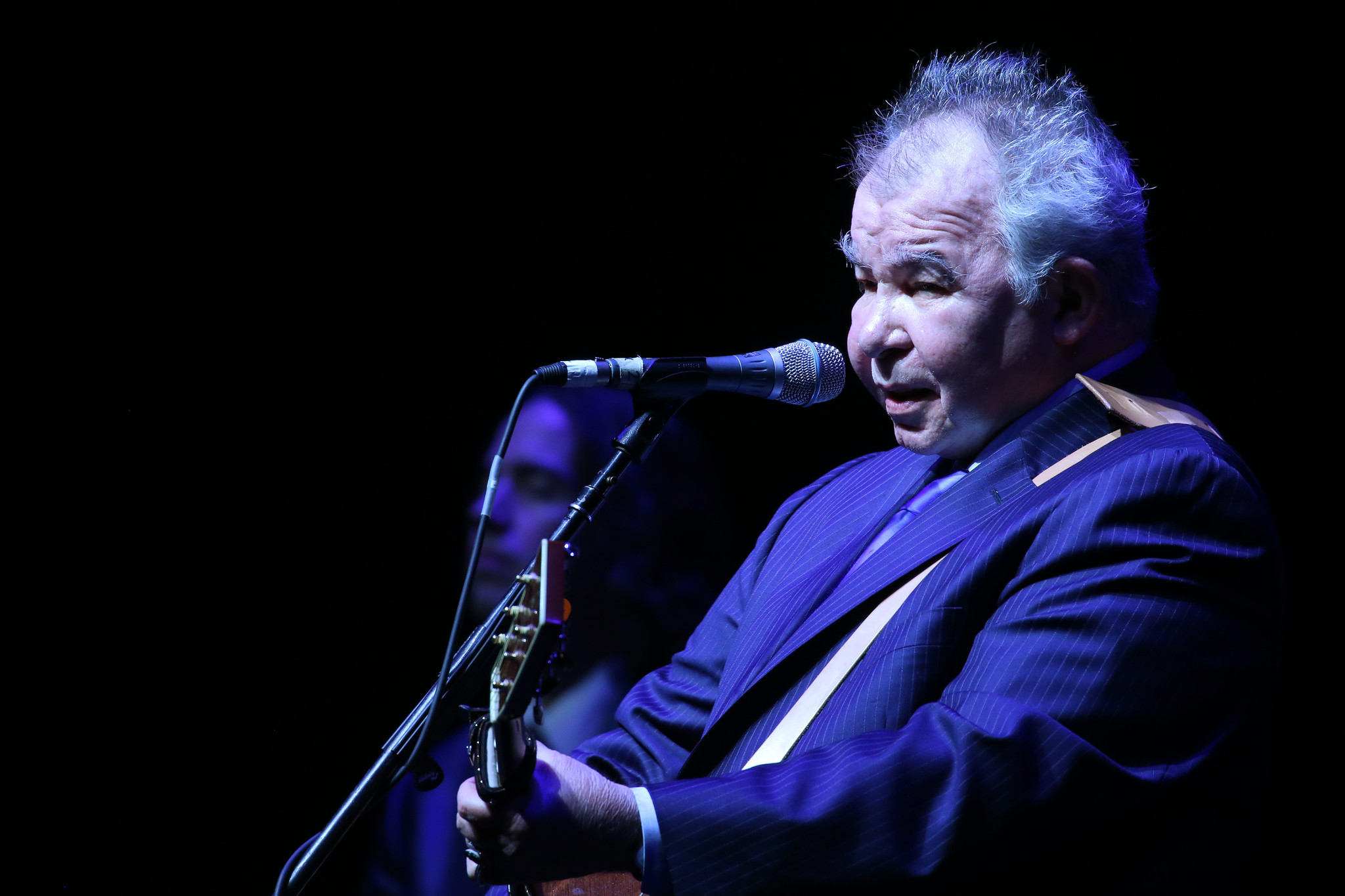 John Prine the perfect age at Chicago Theatre - Chicago Tribune