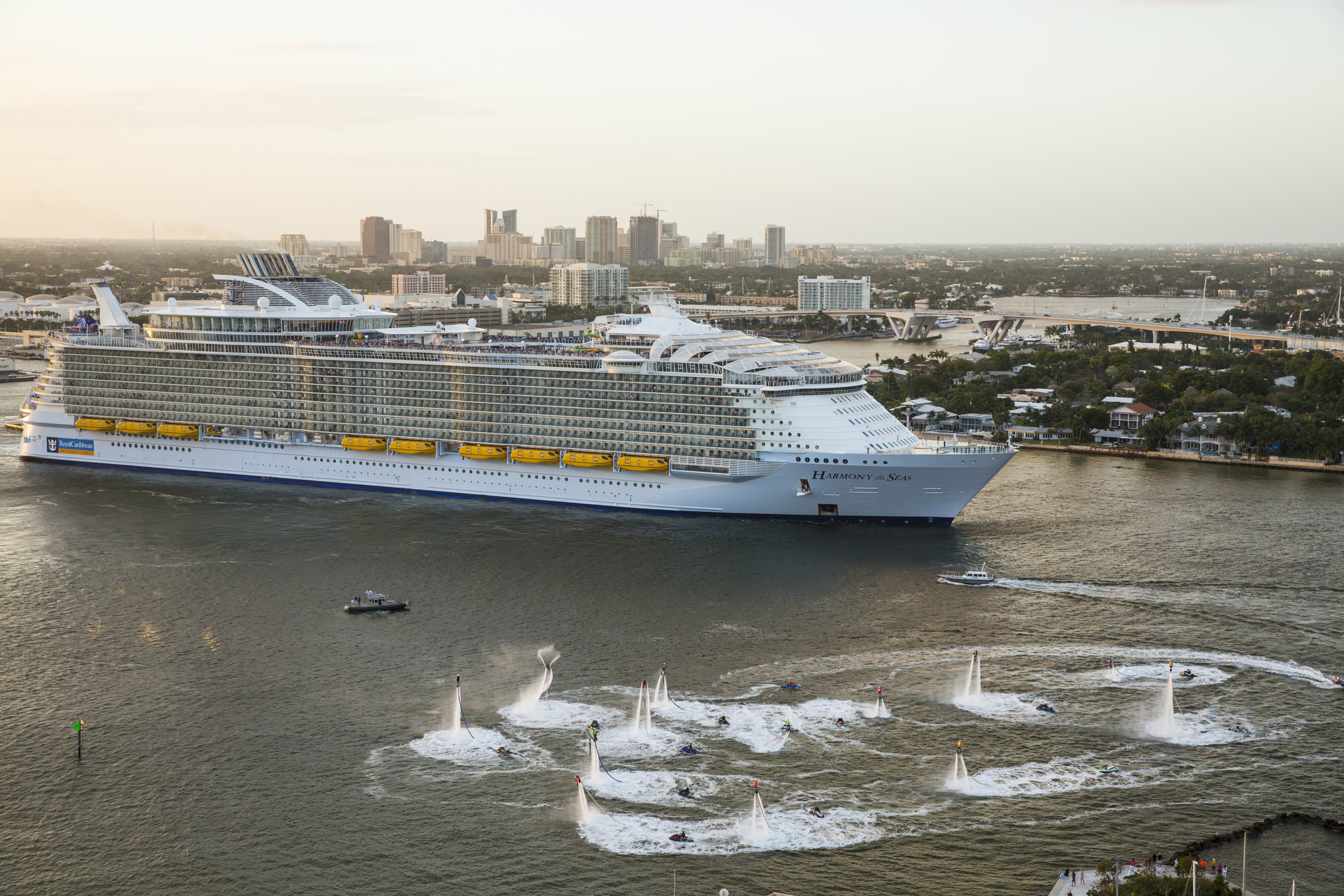 Worlds Largest Cruise Ship Makes Florida Debut Orlando Sentinel - Biggest cruise ships list