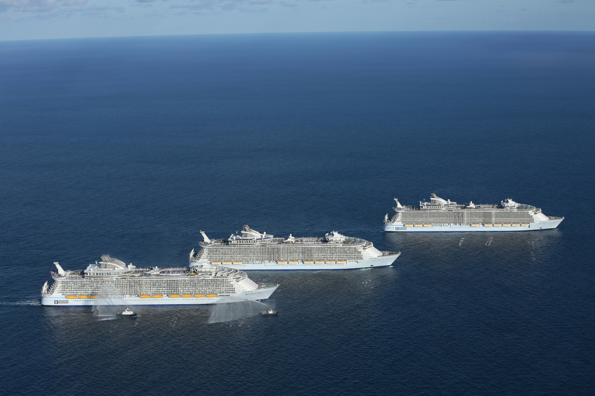 The Three Largest Cruise Ships In The World Take Time Out For A - The oasis cruise ship