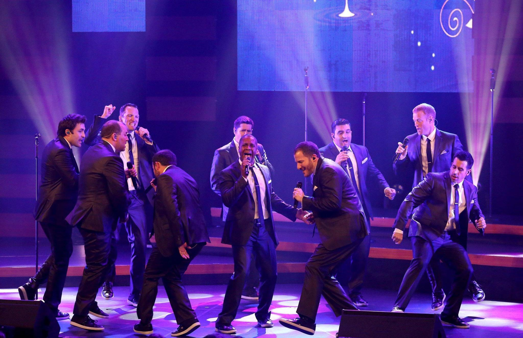 Straight No Chaser brings holiday cheer to Allentown - The Morning Call