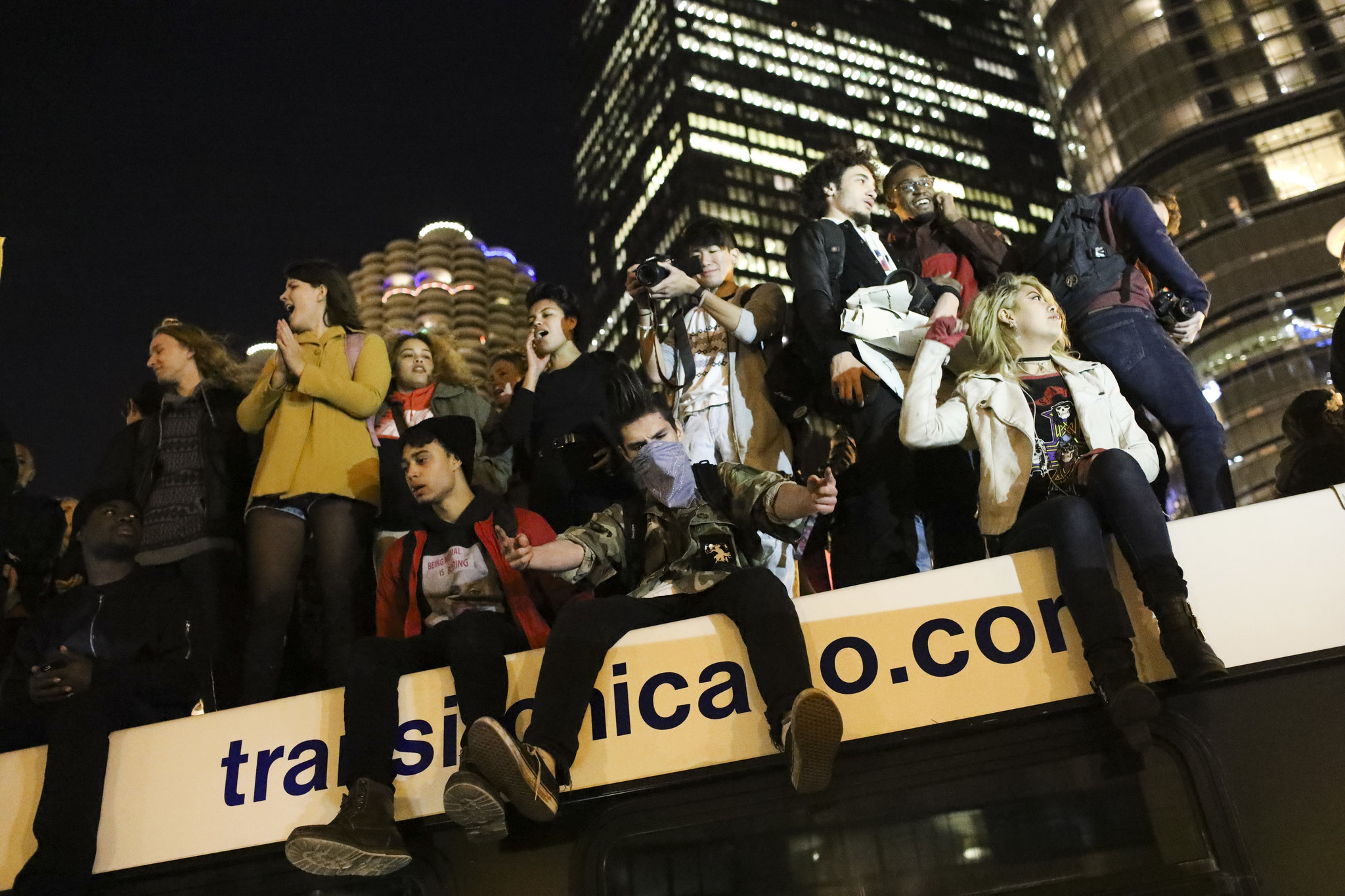 5 arrested after largely peaceful anti trump protests downtown chicago tribune
