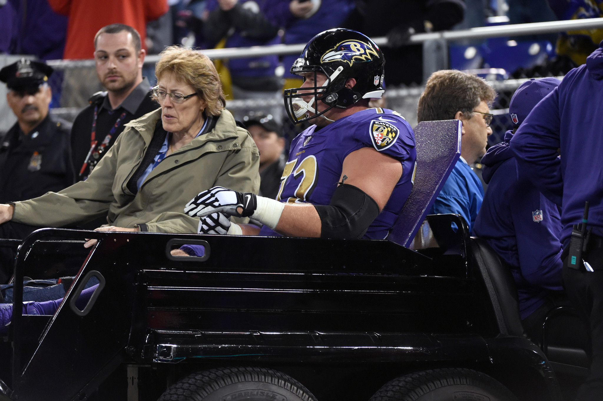 Bal-ravens-notes-alex-lewis-goes-down-with-an-ankle-injury-adding-another-concern-for-o-line-20161110