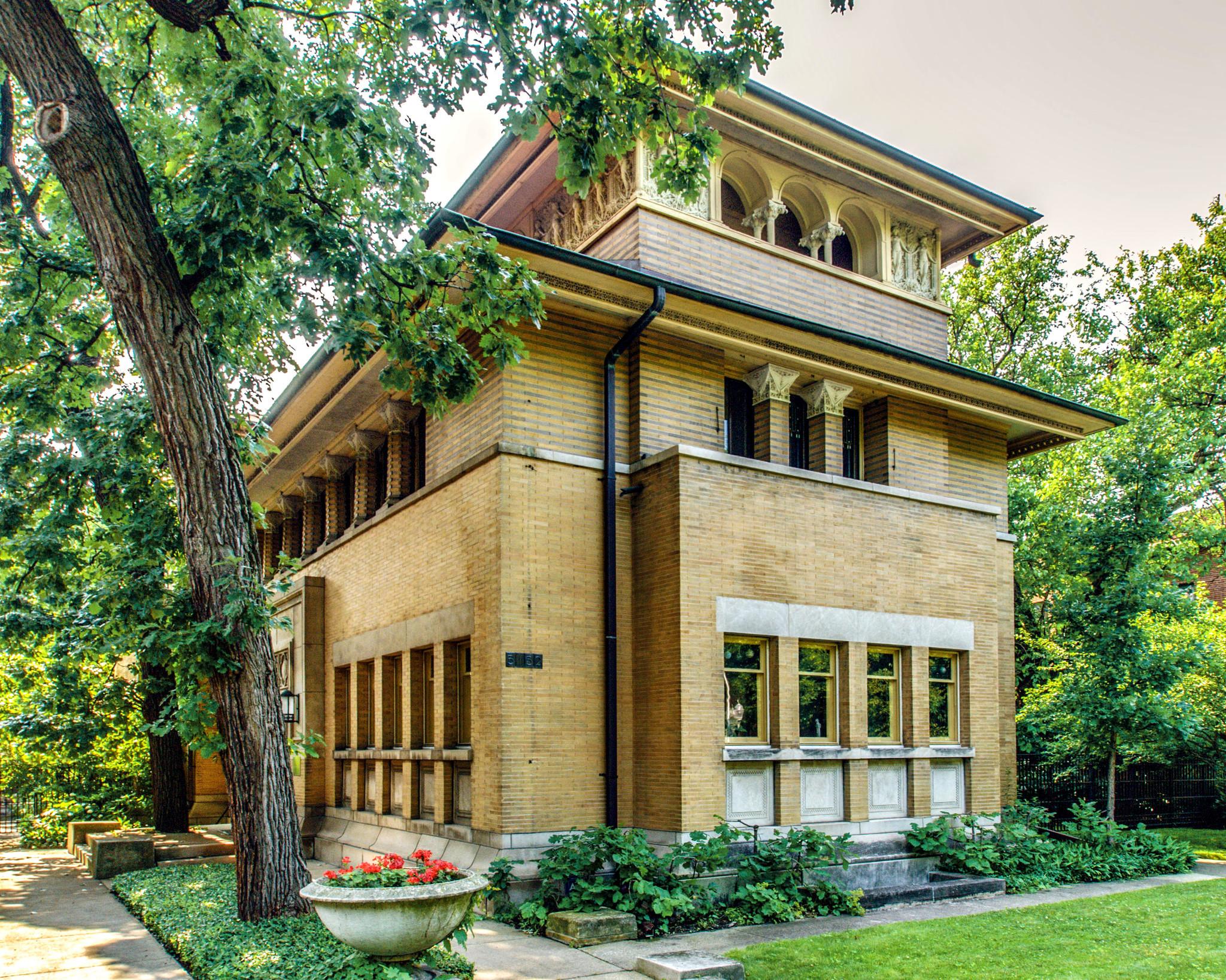 Frank lloyd wright designed home in hyde park for Franks homes