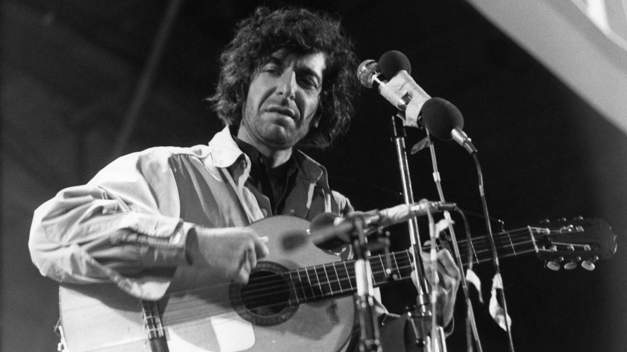 Everybody knows 39 hallelujah 39 here are 10 other brilliant for Leonard cohen music videos