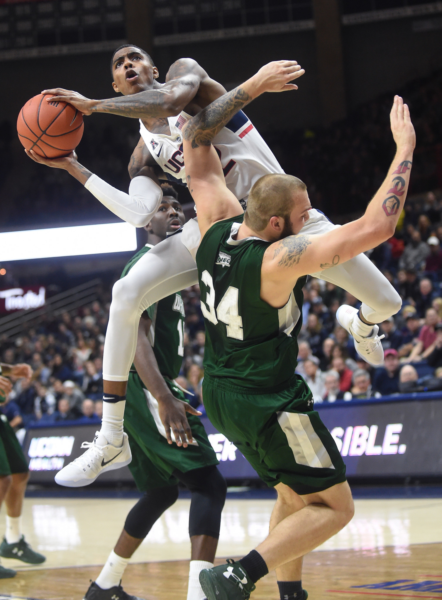 Wagner Stuns UConn 67 58 In Season Opener Hartford Courant