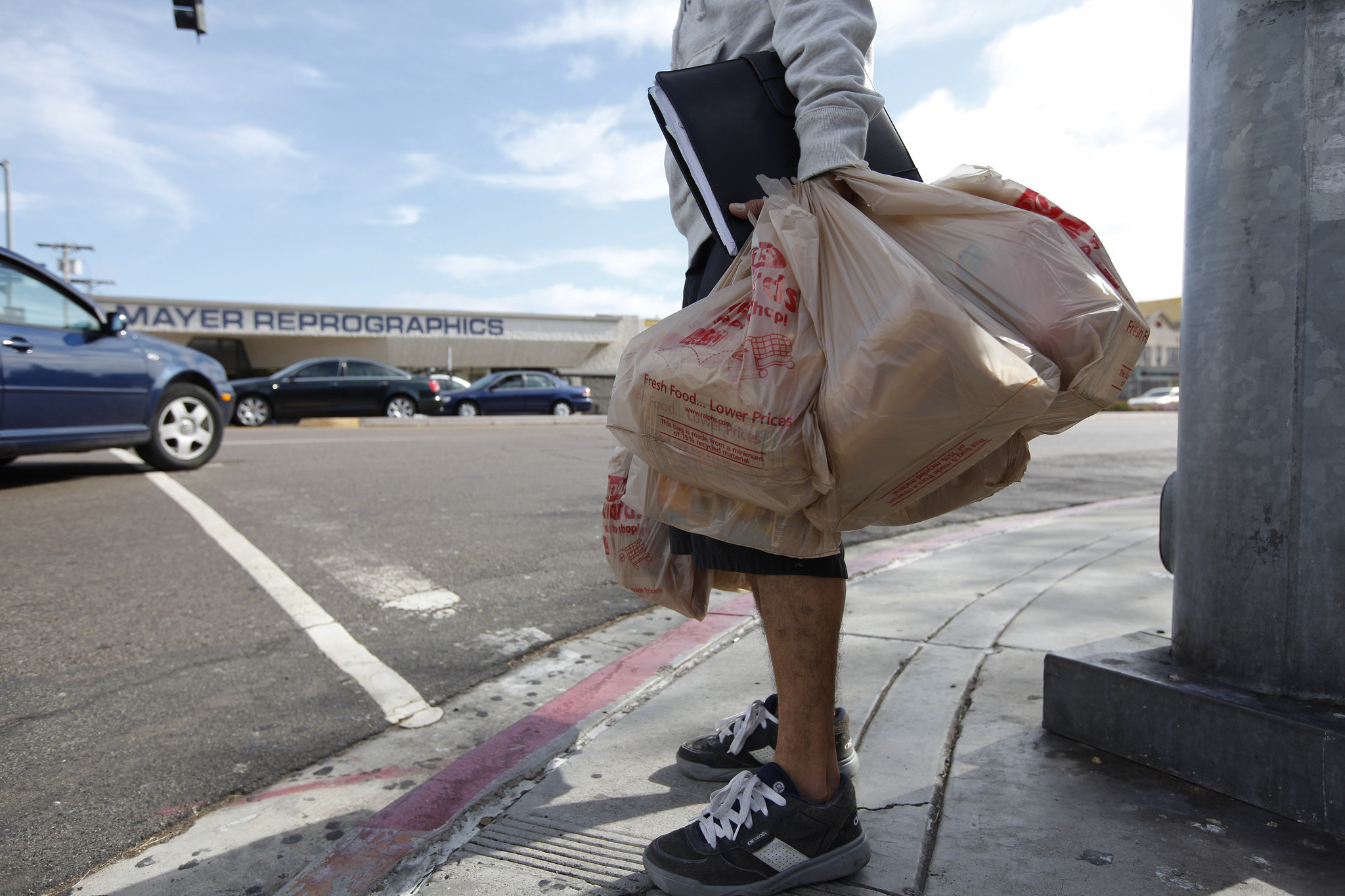 Black t shirt carryout bags - Nation S First Statewide Plastic Bag Ban Now In Effect Across California The San Diego Union Tribune