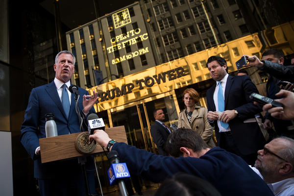 New York City mayor Bill de Blasio speaks to the press in front of Trump Tower after his meeting with president-elect Donald Trump, November 16, 2016 in New York City. (Drew Angerer/Getty Images)
