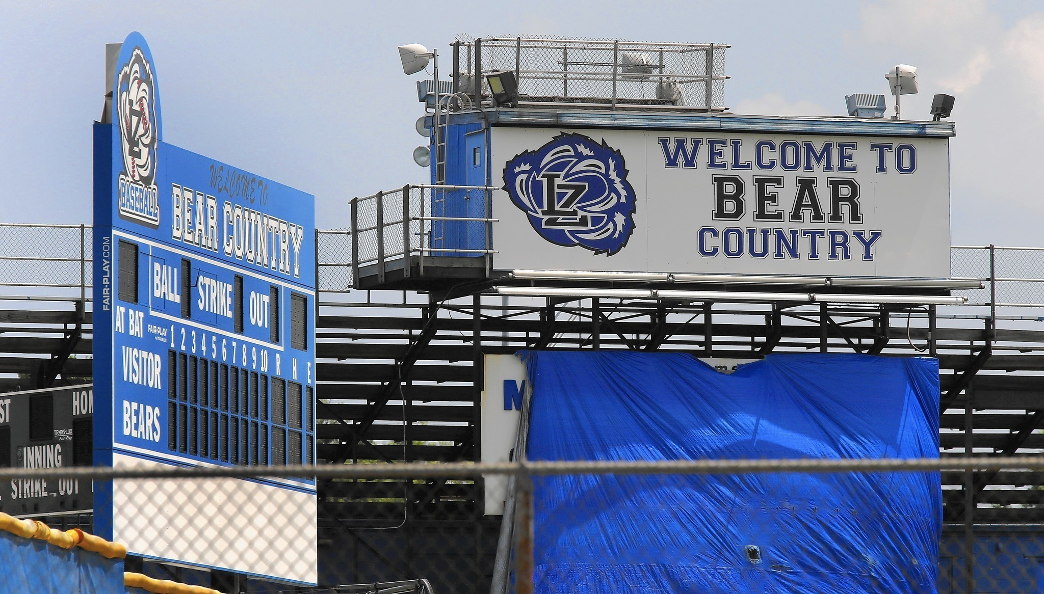 Lake Zurich Football >> Lake Zurich High School parents, district members lash out ...