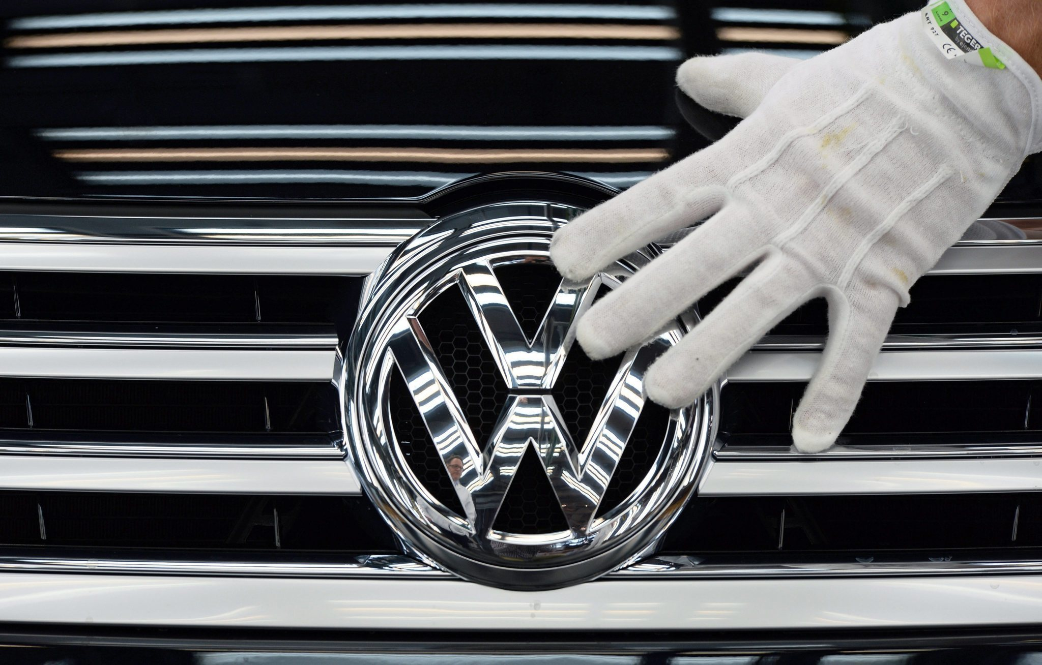 Volkswagen to shed 30,000 jobs to cut costs after emissions-cheating scandal - LA Times