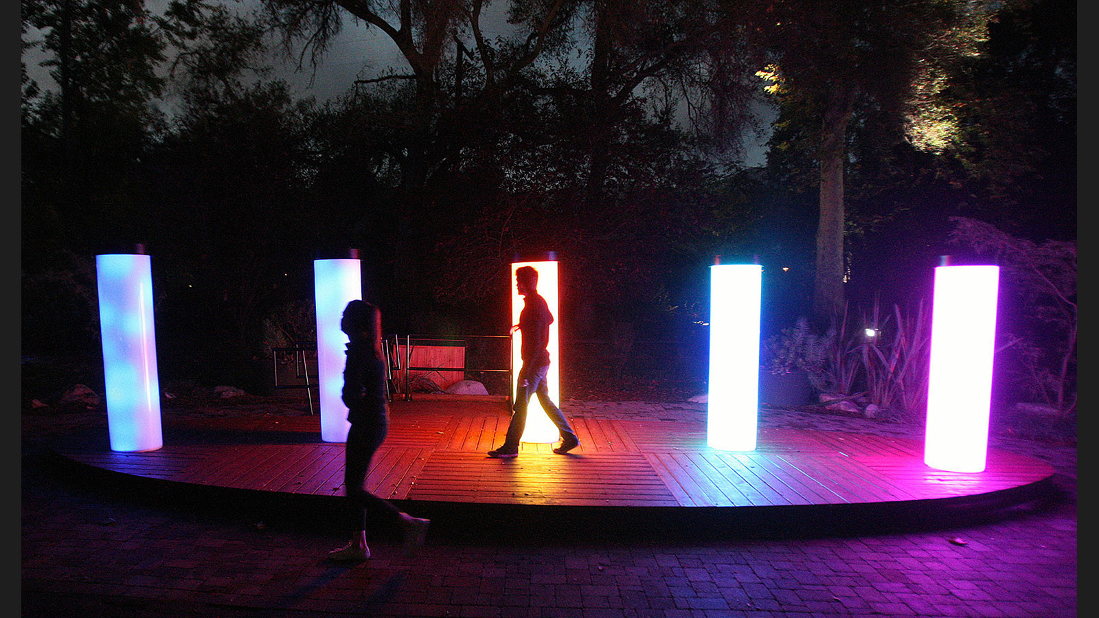 Descanso gardens teams with designers to create stunning - Descanso gardens enchanted forest of light ...