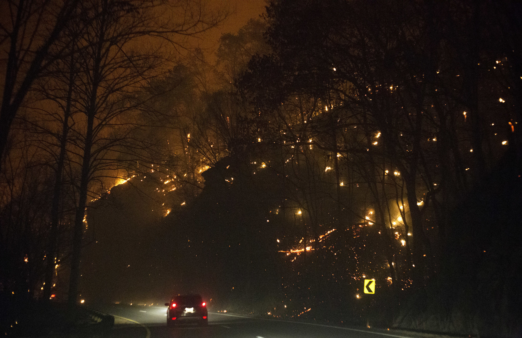 at least 3 killed in tennessee wildfires as thousands flee: 'hell