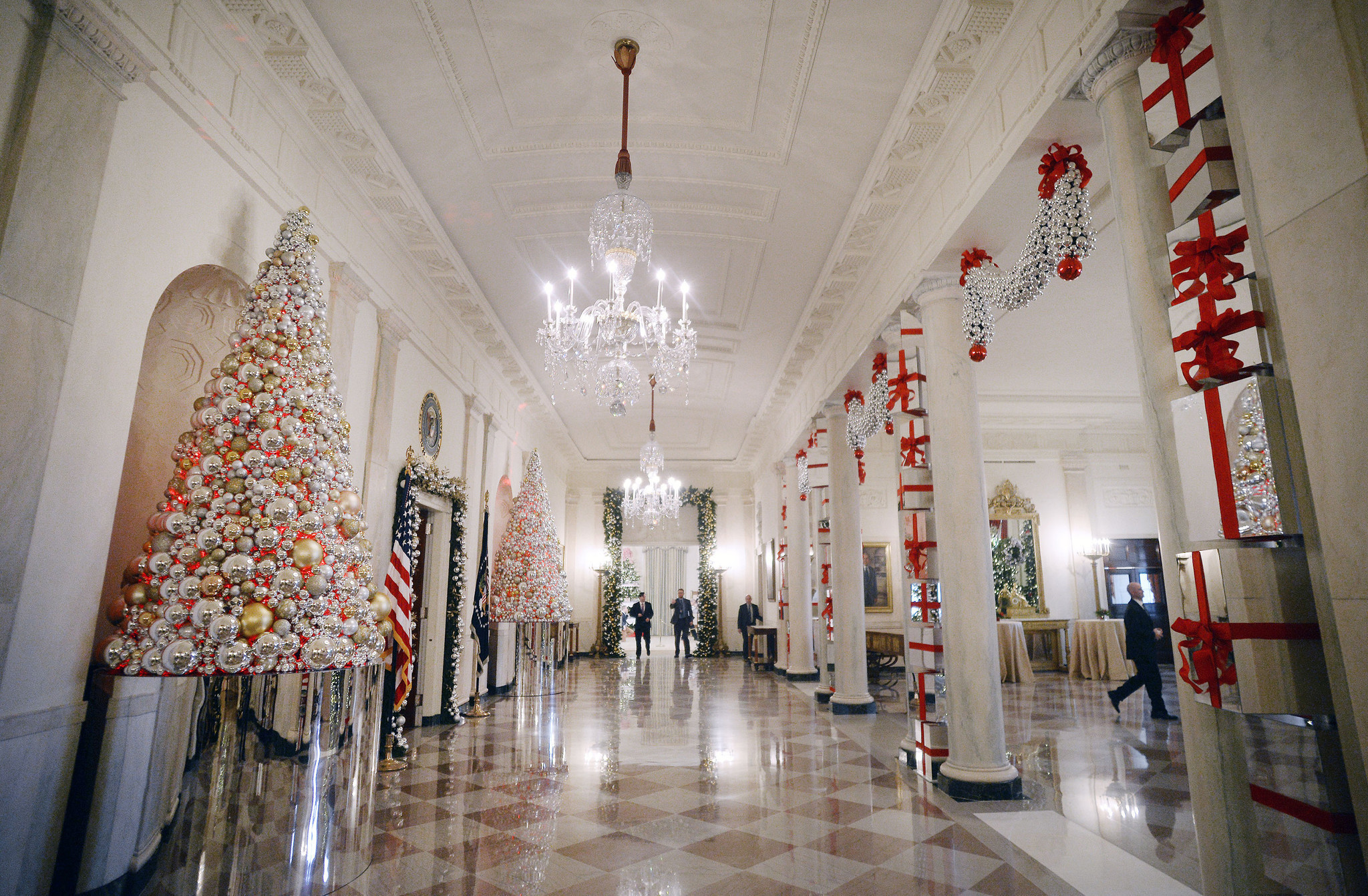 White House Decorated With Gingerbread Houses Giant