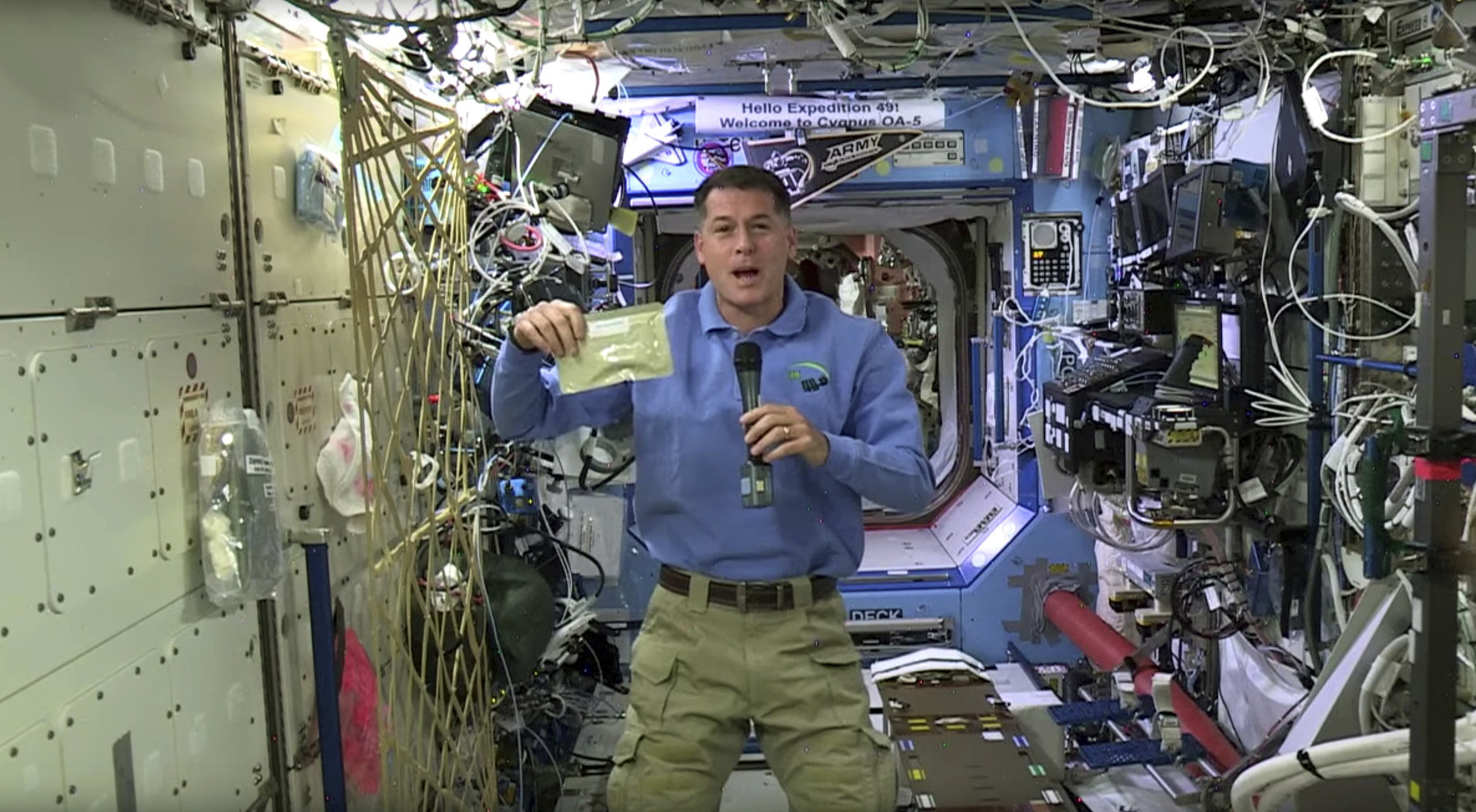 Thanksgiving in space: turkey, green beans& even football