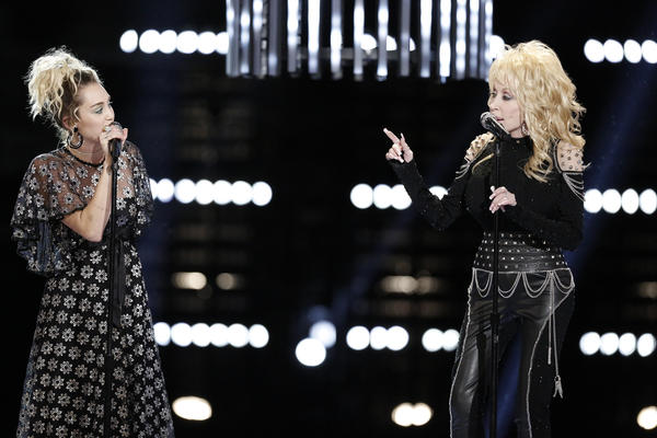 Miley Cyrus and Dolly Parton (Tyler Golden/NBC)