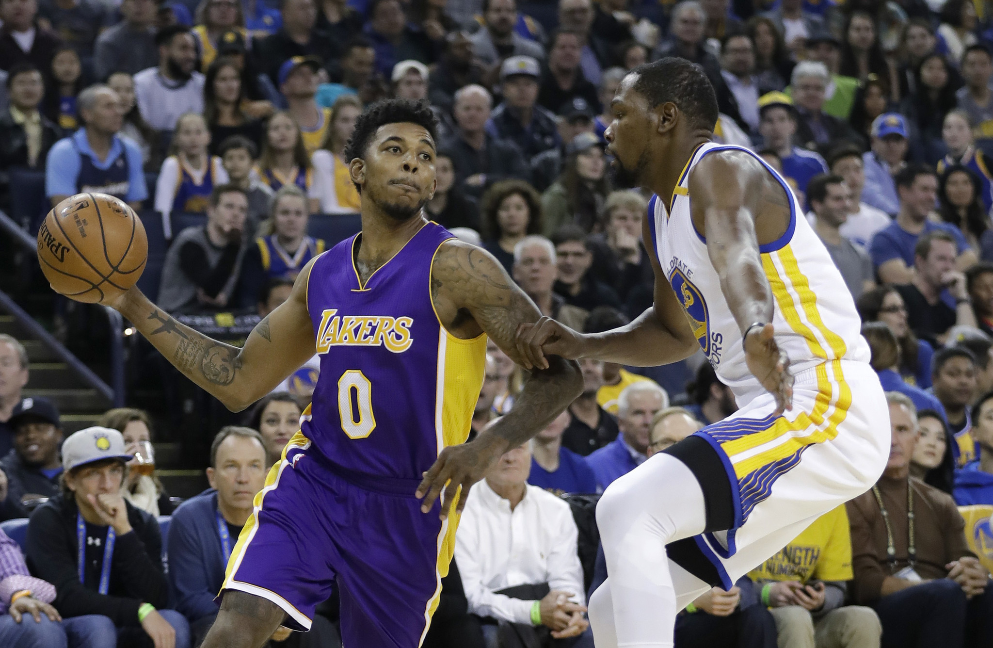 La-sp-lakers-nick-young-injury-20161130