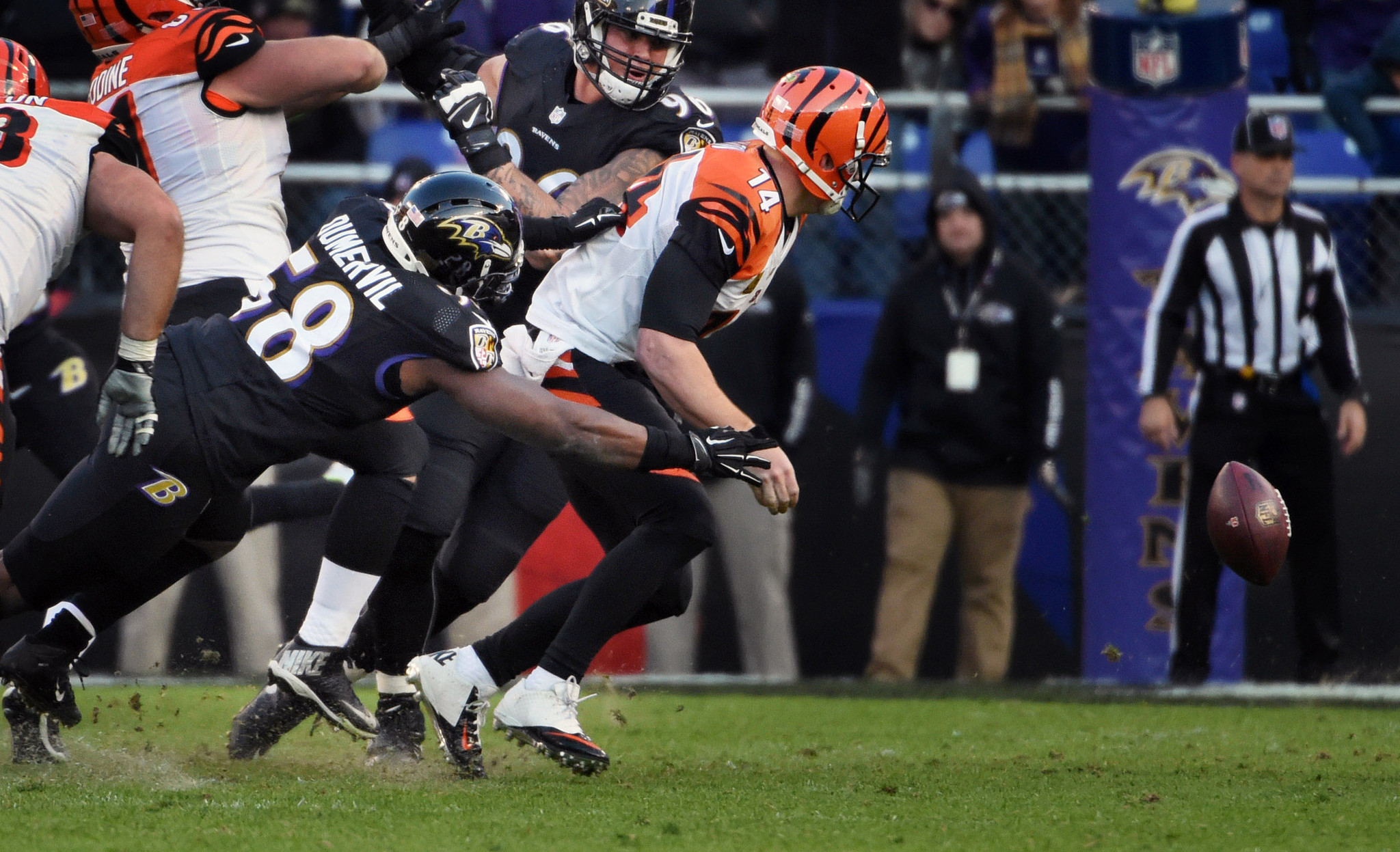 Bal-no-setback-for-ravens-outside-linebacker-elvis-dumervil-foot-in-first-game-in-nearly-two-months-20161130