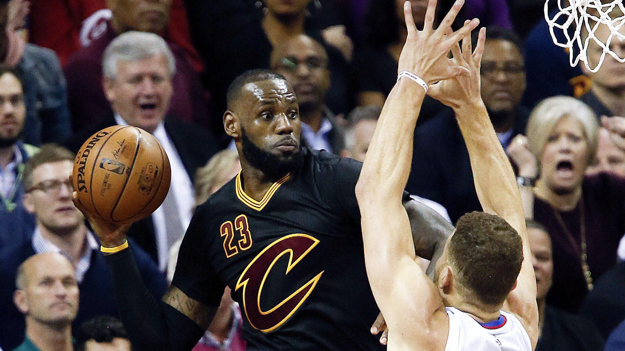 Clippers end three-game losing streak with rout of Cavaliers