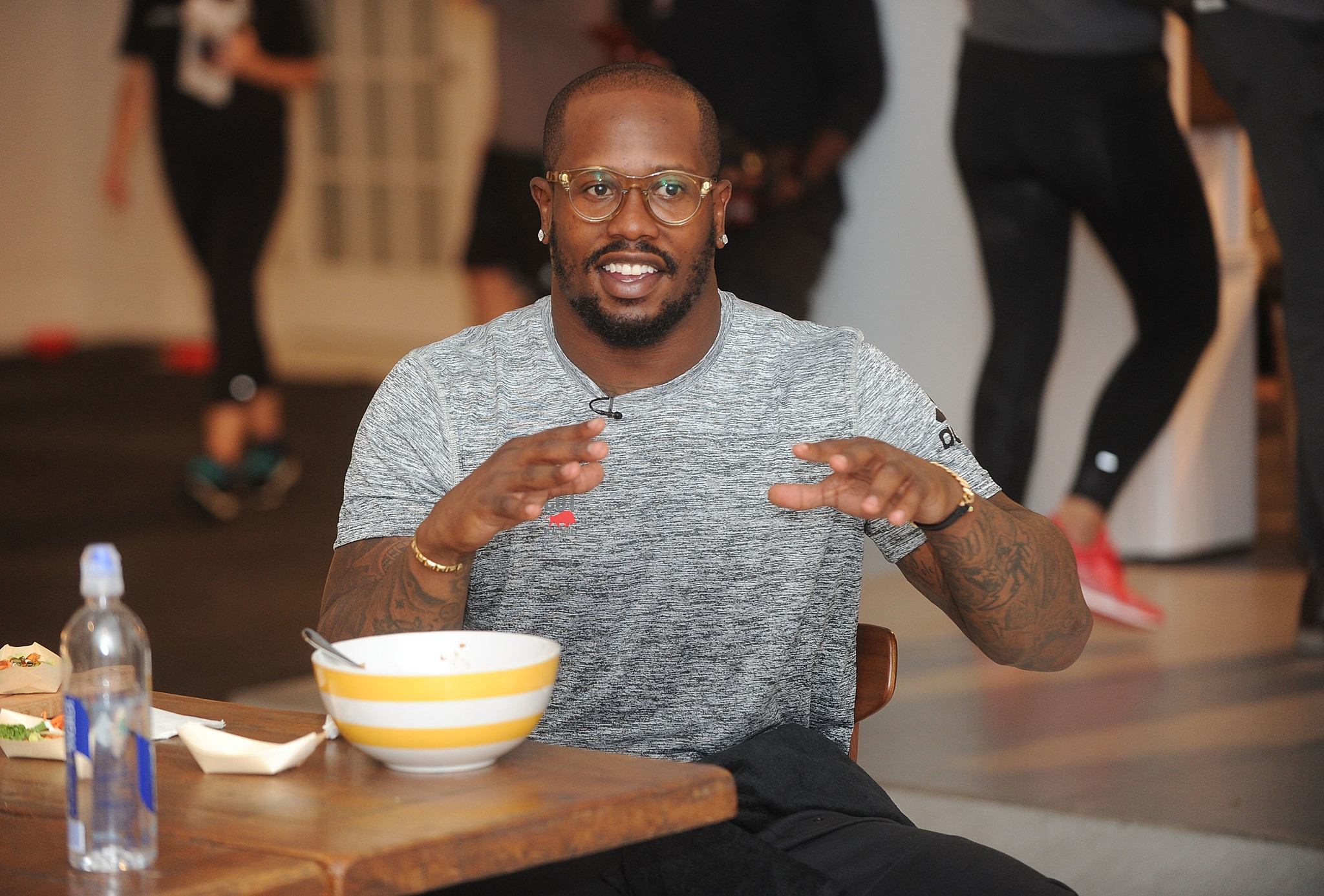 Broncos LB Von Miller sends a bottle of wine to every player in