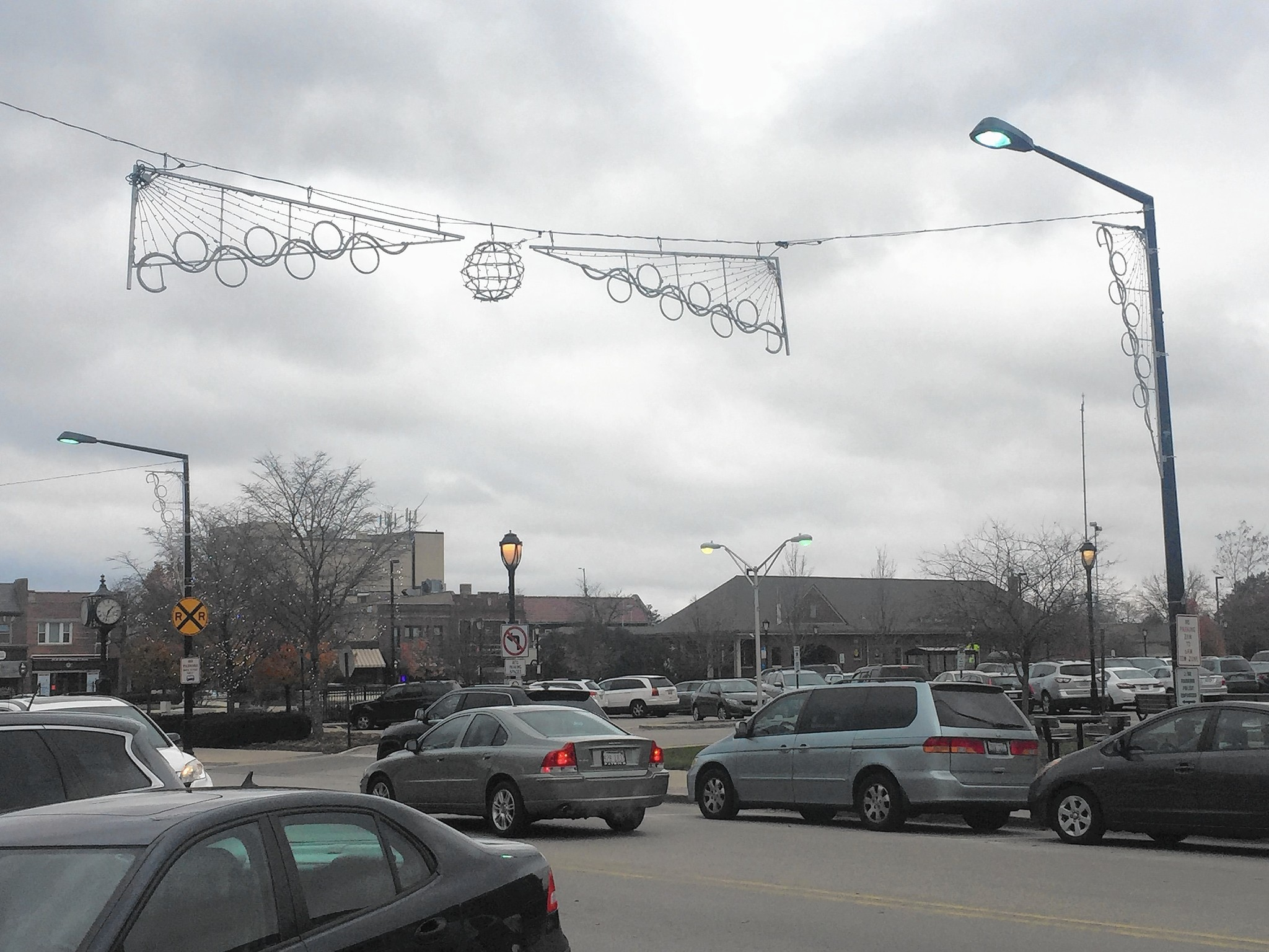 Some holiday decorations come down in Uptown Park Ridge - Park Ridge ...