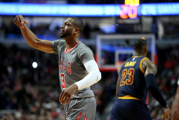 Dwyane Wade outduels friendly rival LeBron James in Bulls victory over Cavs