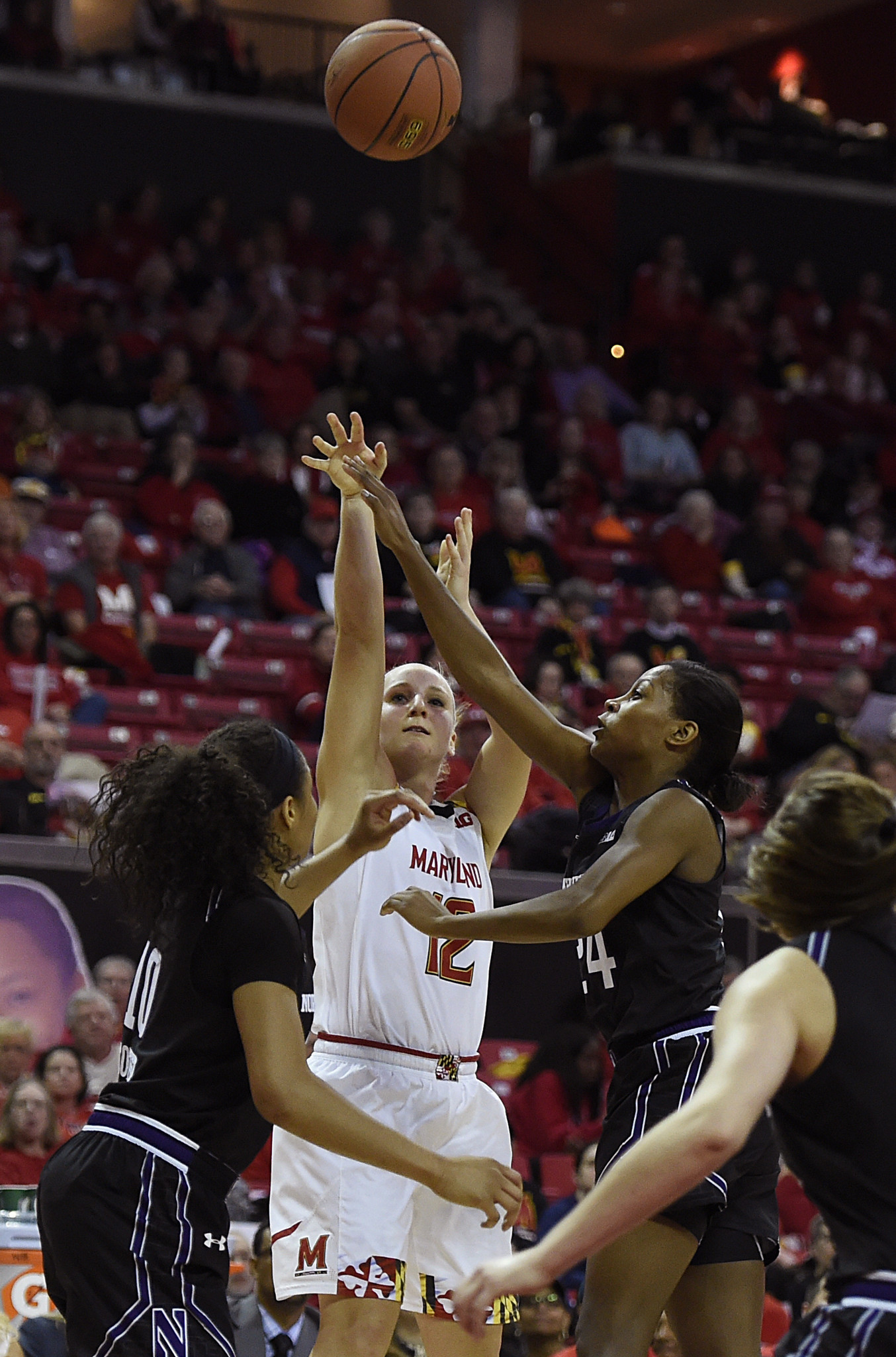 Bal-hot-shooting-kristen-confroy-leads-no-5-maryland-women-to-92-42-win-vs-umbc-20161204