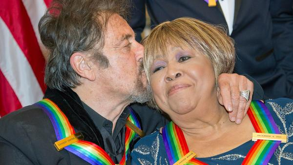 Al Pacino kisses Mavis Staples during the Kennedy Center Honors celebration. (Getty Images)