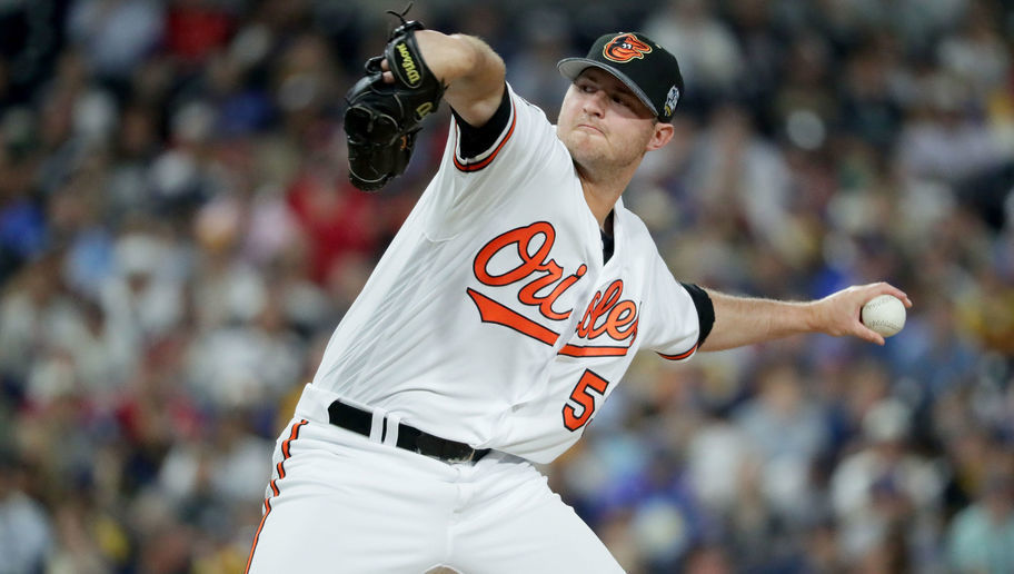 Bal-winter-meetings-as-teams-begin-to-empty-pockets-on-relievers-duquette-determined-to-keep-orioles-bul-20161205