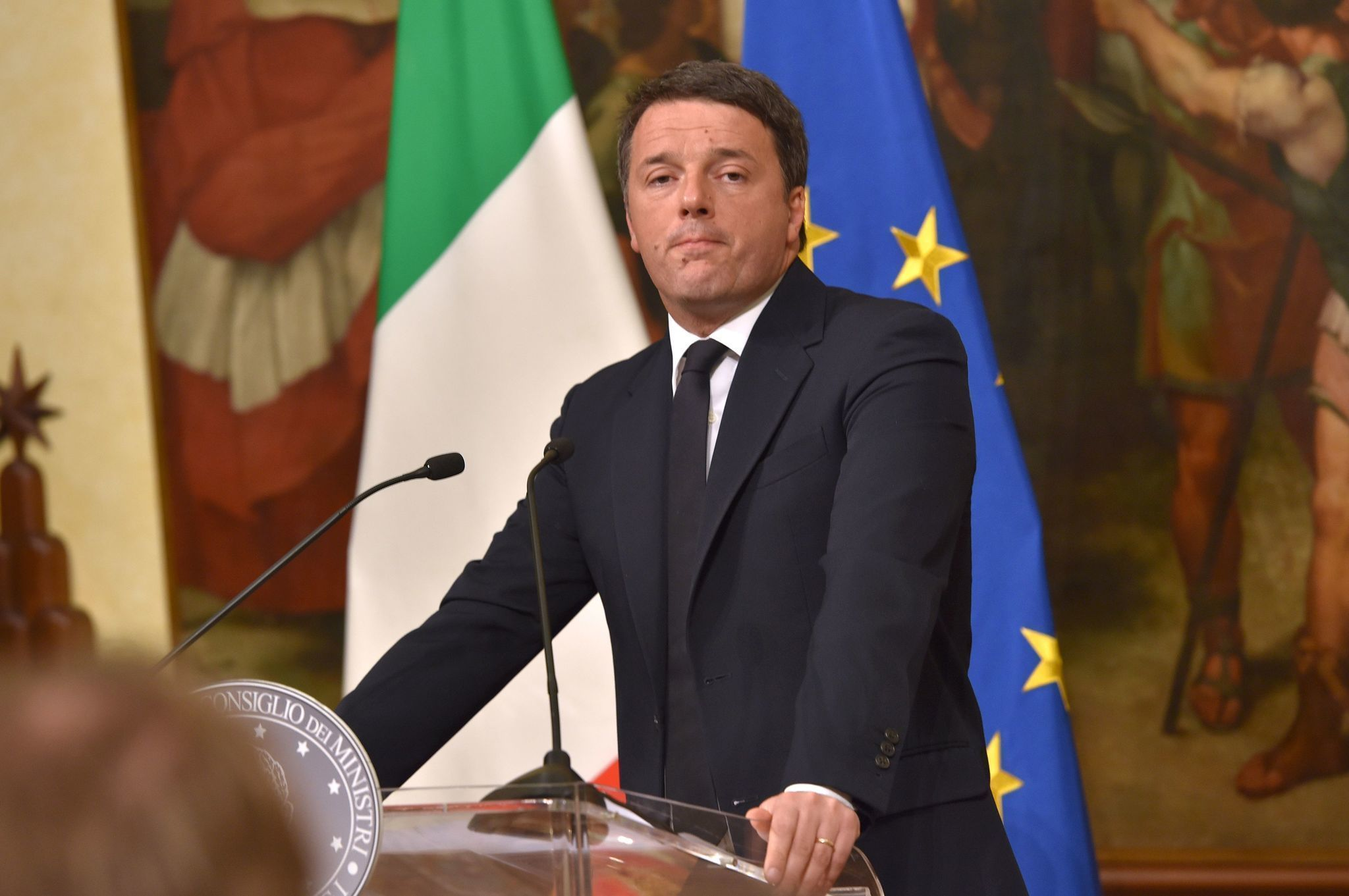 Italian Premier Renzi Told To Stay Put Foes Press For Vote