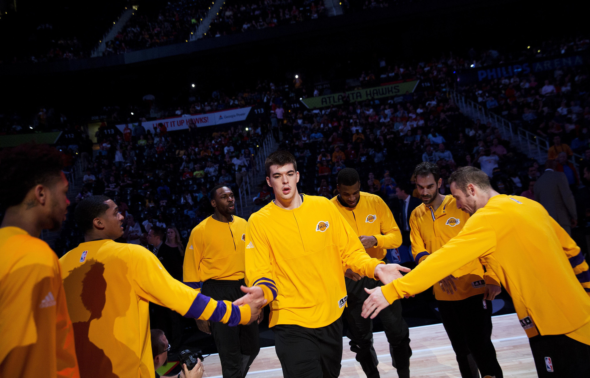 La-sp-lakers-report-20161205