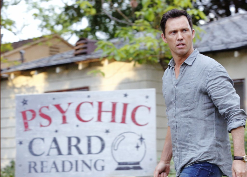 Jeffrey Donovan on his new show 'Shut Eye' and working with Isabella Rossellini