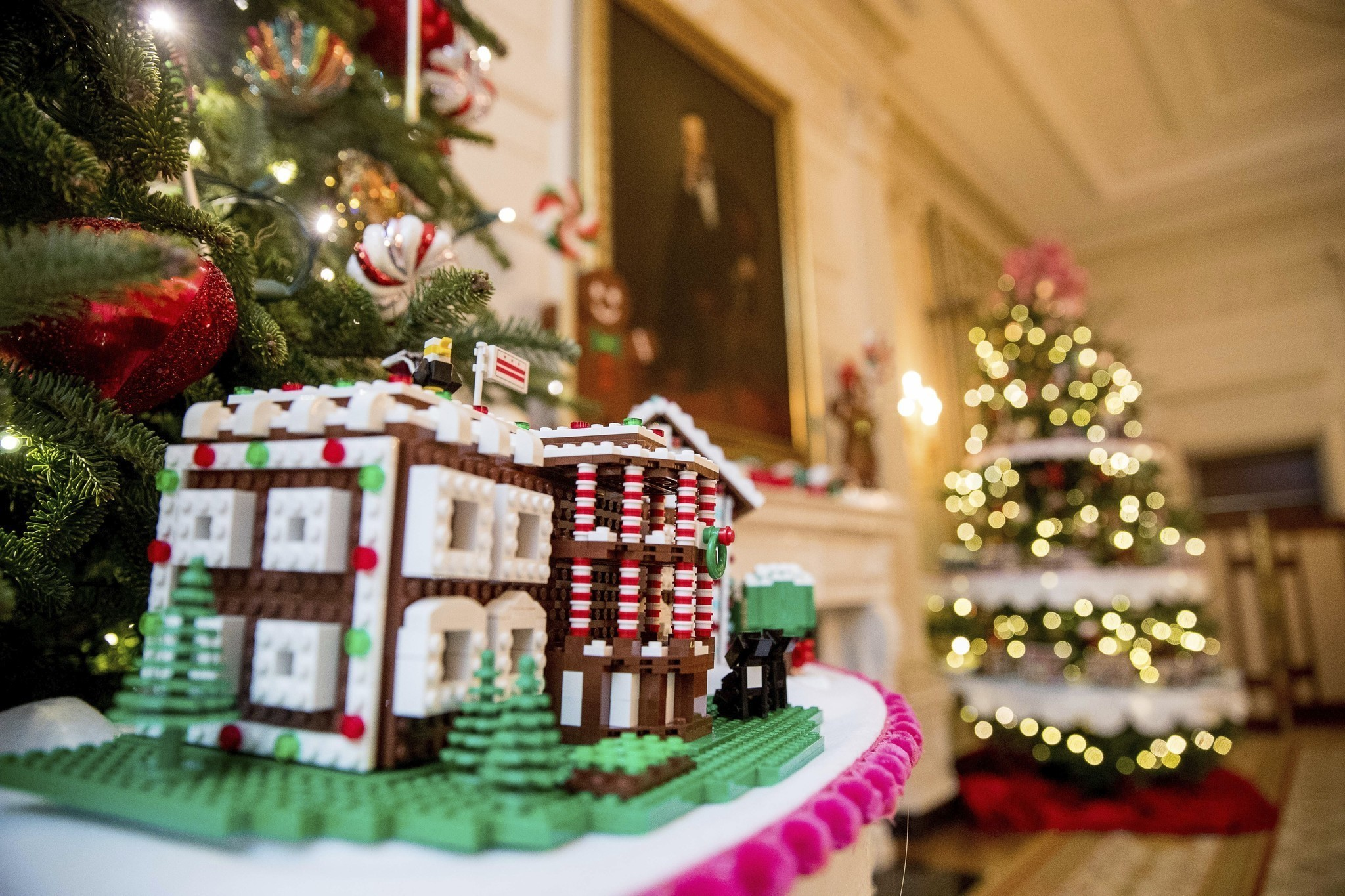 Holiday decorations at the white house are displayed during a press - Legos Gingerbread And Gumdrops How The Obamas Decorated The White House For The Holidays One Last Time La Times