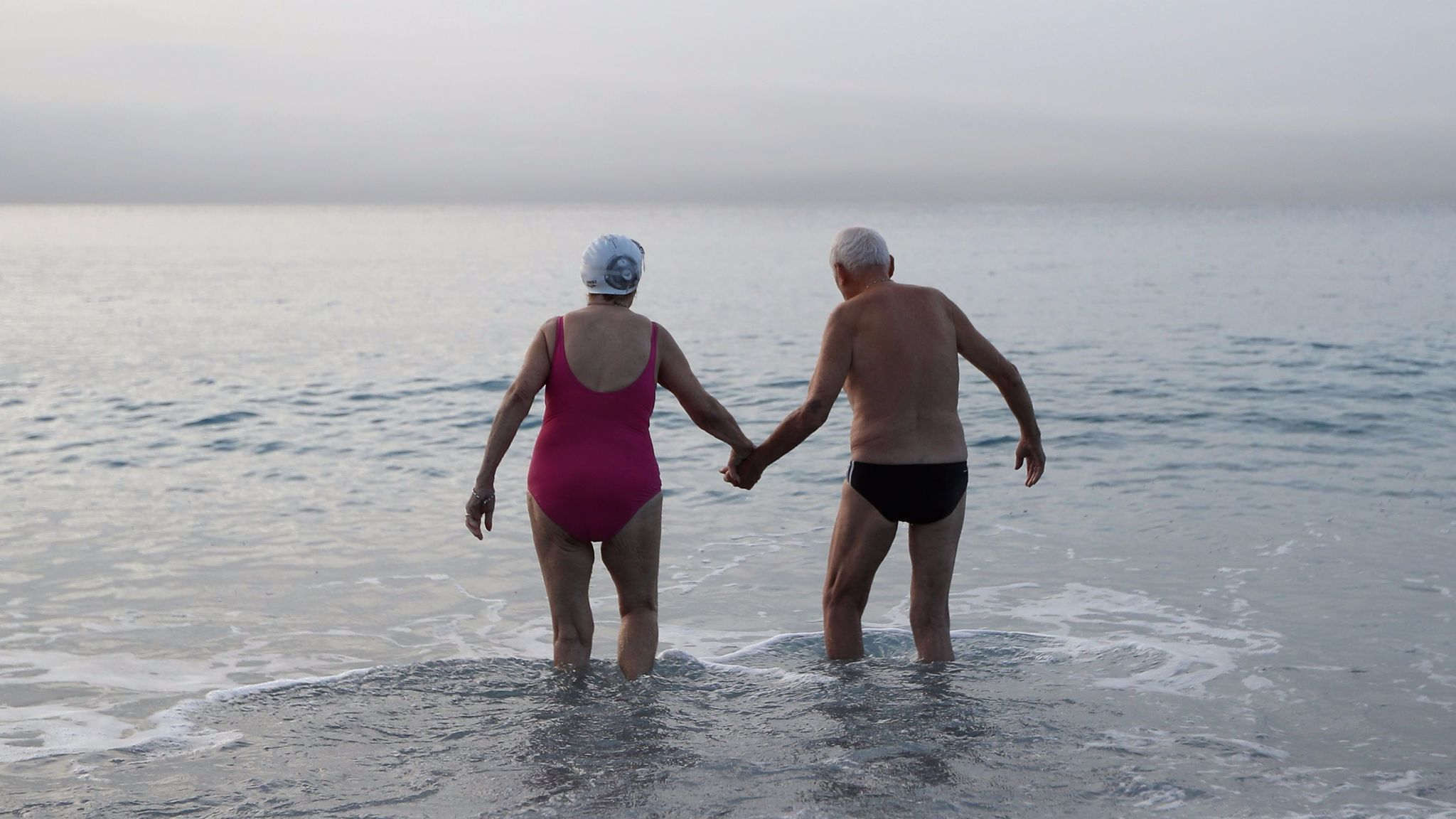 On Average People Born In The US In Will Live Days - Science explains why men have shorter lives than women