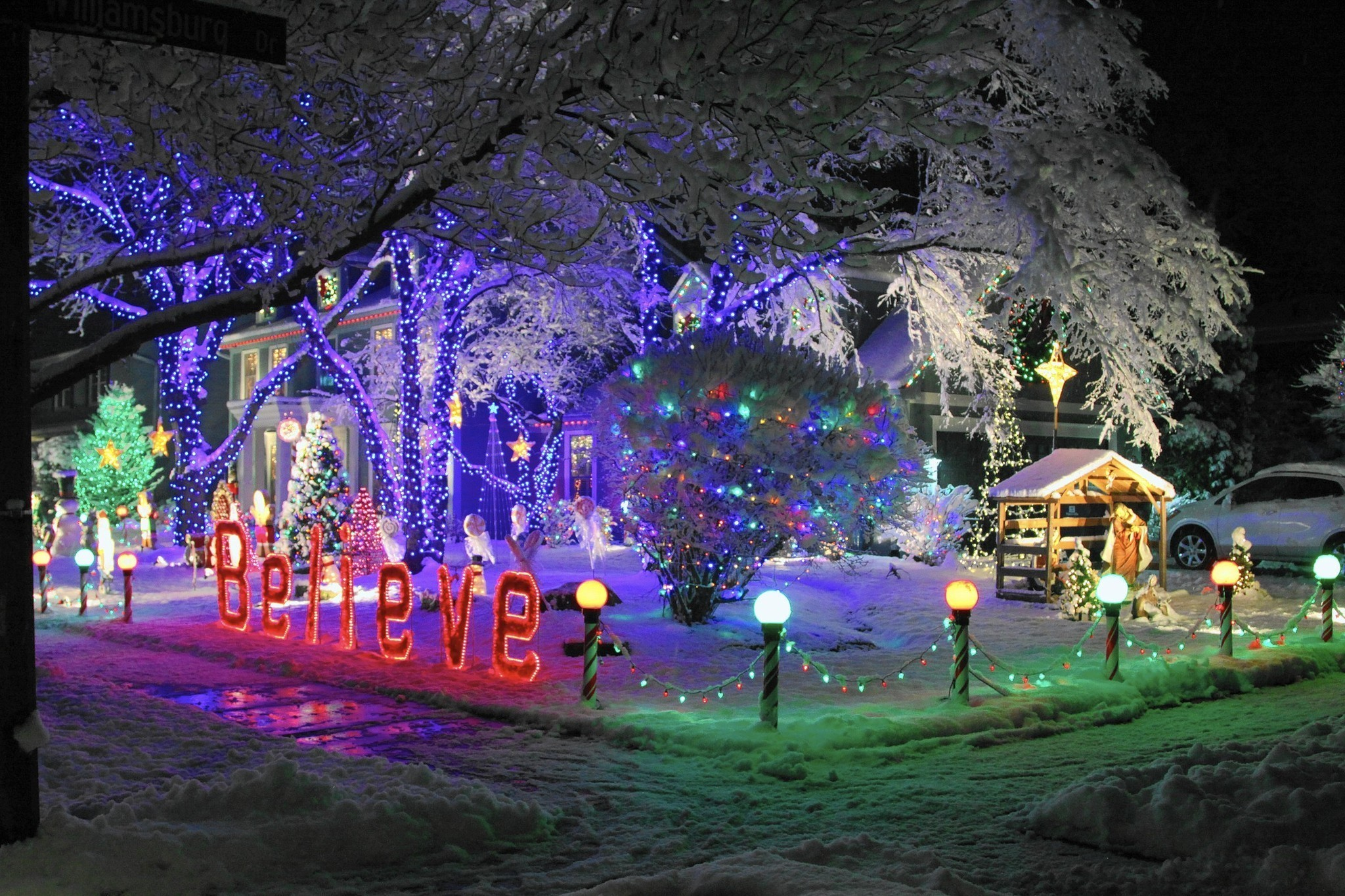 technology music and cubs define napervilles newer holiday light shows naperville sun