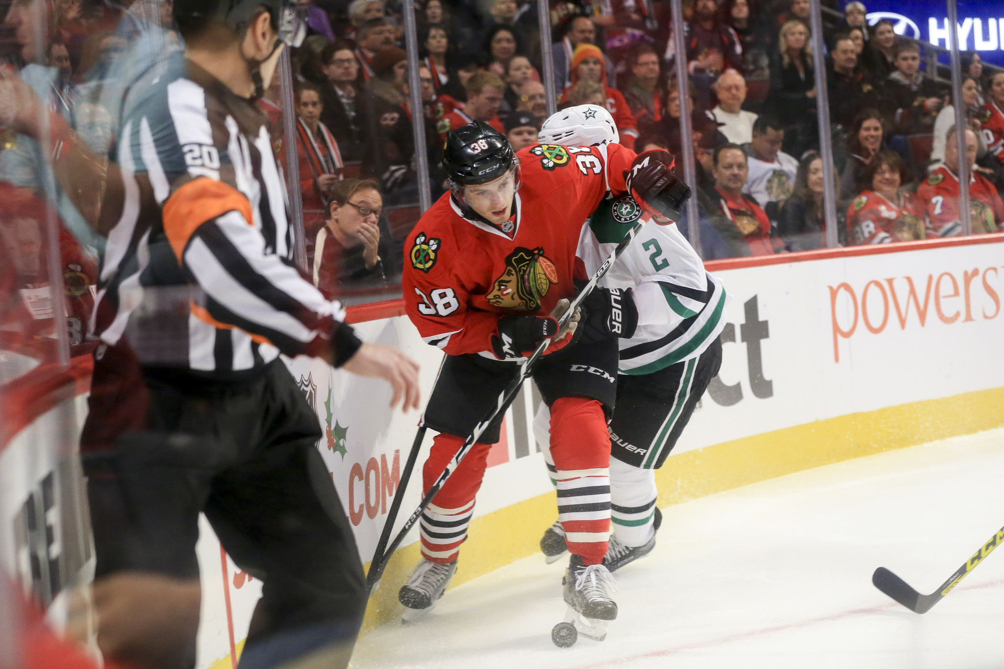 aceb205da76 Ryan Hartman sets up two goals in Blackhawks  3-1 win over Stars - Chicago  Tribune
